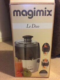 Magimix Le Duo Juice Extractor Chrome/Charcoal Finish and two recipe books