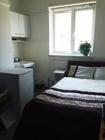 UNEXPECTEDLY AVAILABLE...Des Res big room, 0.5 miles from Brighton Station