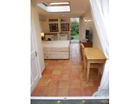 A beautiful, self-contained studio room in grade II listed home, near Bear Flat, 15-20 mins to Bath
