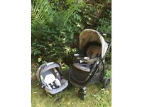Graco 3 in 1 Travel system with car seat + isofix base & extras (used for one month)