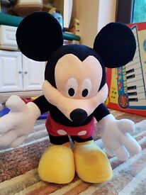 Sing and dance Mickey Mouse in immaculate condition.