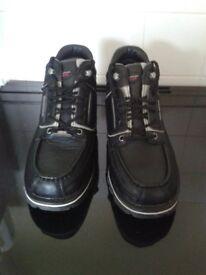 Rockport XCS NEW, Men's size 9, Hydro Shield waterproof boots Vibram soles, Cross condition system.