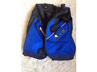 Mares (Italy) diving stab jacket in medium size. Seldom used. In excellent condition.