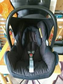 Maxi Cosi Cabriofix infant car seat with an easyfix (isofix) base