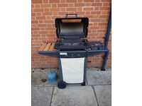 Gas BBQ with sideburner + 2 semi-full gas canisters