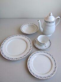 41 piece Beautiful Lansdowne Fine China Dinner Set and Teapot