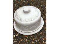 Ceramic cake container