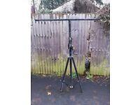 1 x Heavy Duty 40kg T Bar Lighting Stand.