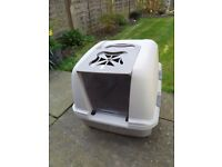 Large covered/ hooded cat litter tray and new packs of filters