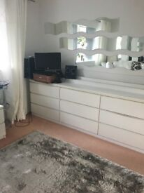 Room to rent in bungalow. Kitchen/utility room/shower room/garden/driveway etc