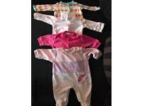 Newborn/first size girl clothes bundle in good condition.