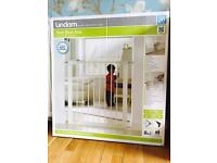 Lindam Sure Shut Axis - Pressure fit child safety gate