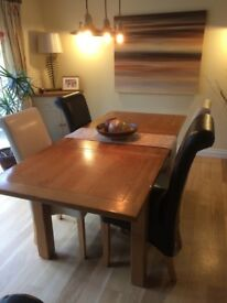 Solid Oak Dining Table and 4 Roll Top Chairs. Extendable to 200cm. Immaculate condition