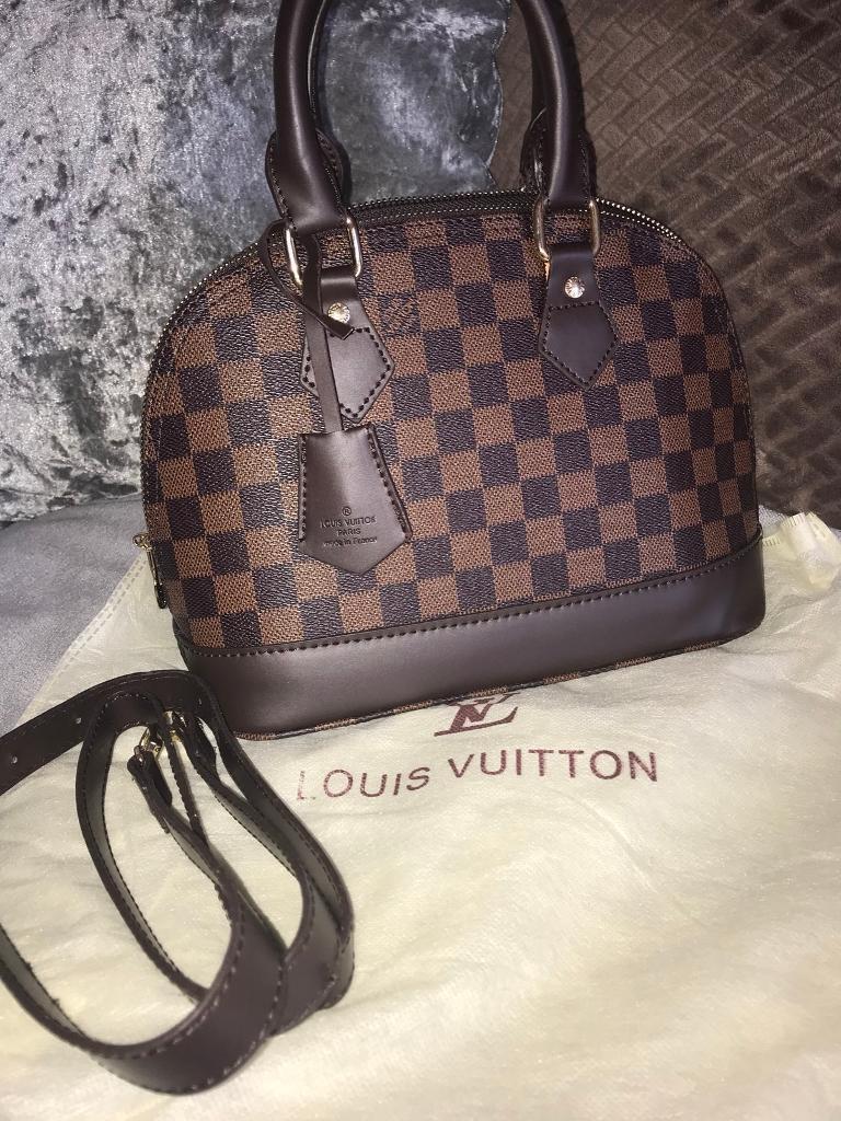 Louis Vuitton Alma bb damier  076387d0ead2e