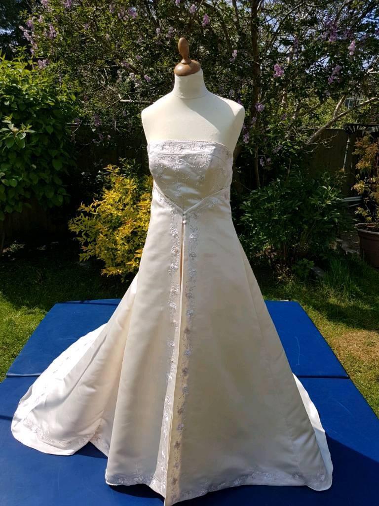 Gorgeous designer wedding dress by Hilary Morgan