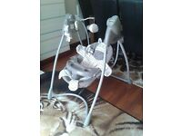 Baby swinging chair