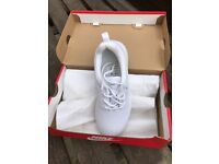 White Nike roshe one trainers (NEW)
