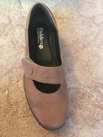 Size 6.5 padders shoe
