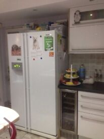 Samsung american fridge freezer with built in ice and water dispenser