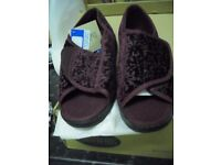 A pair of womens foamtread burgundy slippers- Size 8 - BNWT