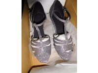 Ladies or Girls dancing shoes size 2.5