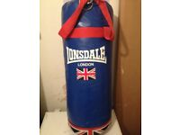 Heavy duty Lonsdale punchbag equipped with hanging facilities