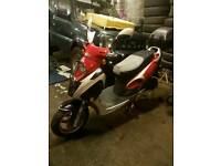 YY 125 SCOOTER, 2006 MODEL, IN VERY GOOD CONDITION, FULL LOGBOOK