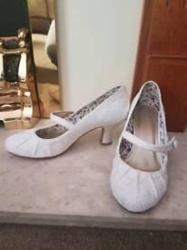 New Ivory Wedding shoes size 6