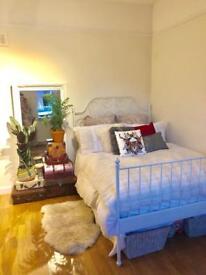 Large Double Room in Lovely Female House share. 2 Mins from Drayton Park Station. Highbury+Islington