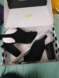 New ladies heels size 5