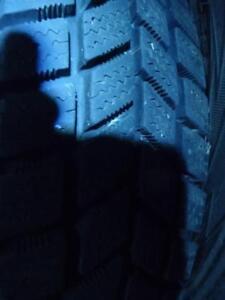 4 pneu d'hiver 155/80/13 Kingstar W411, 15% d'usure, 10-11/32 de mesure.
