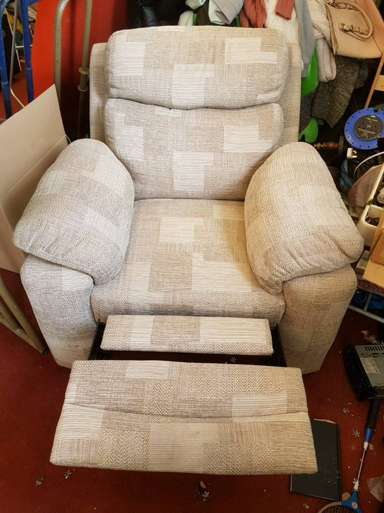 Chair - Extra Comfy Quality Creamish Checked Fabric Manual Recliner Chair