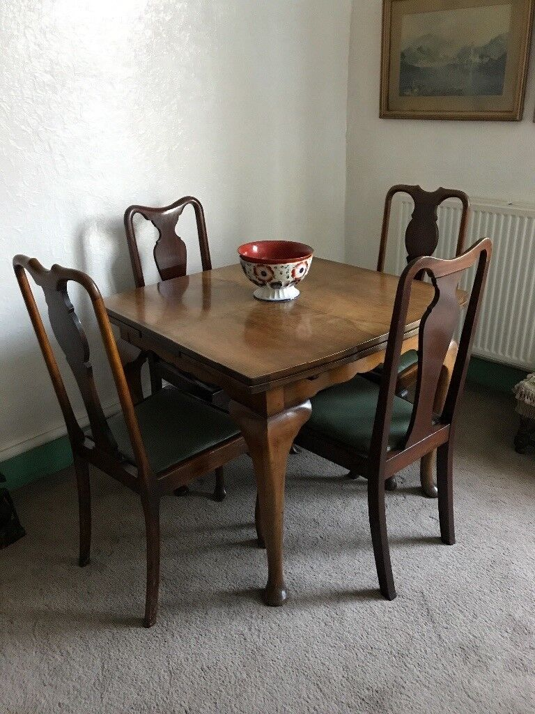 Pull out table and 4 chairs