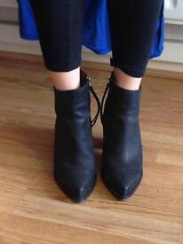& other stories black leather pointed toe boots size 5