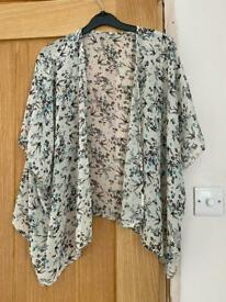 Green/see-through kimono with floral pattern Size Medium Brand newlook Condition new