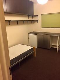 Ensuite room Furnished.near Upton Park underground station & shops