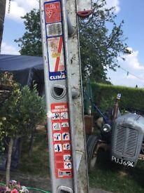 Double extending aluminium ladders