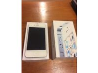 iPhone 4s 8GB unlocked + original charger and headphones + two phone cases