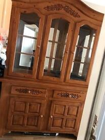 Dresser in solid wood finish and mirror back