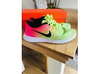 Women's Nike Flyknit free run trainers size 4