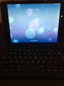 Apple iPad Mini 2 WiFi tablet with Bluetooth keyboard