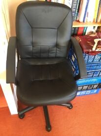 Black office chair in great condition