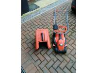 Black and Decker 32cm cut electric lawnmower