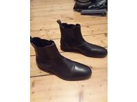 WILLS OF LONDON VEGAN CHELSEA BOOTS SIZE 8/42