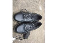 BLACK LACED GOLF SHOES SIZE 11