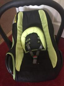 Baby car seat in clean and very good condition