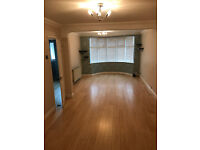 Lovely 3 bed house with a large lounge and conservatory at the garden 5 mi nto Chadwel Heath Station