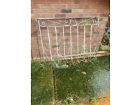 Pair of driveway gates - no hinges