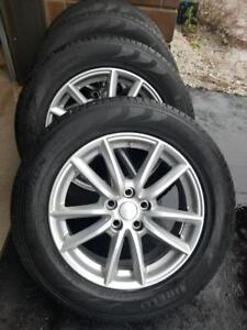 BRAND NEW TAKE OFF 2018 LAND ROVER FACTORY OEM 19 INCH ALLOY WHEELS WITH HIGH PERFORMANCE PIRELLI  235 / 65 / 19  TIRES