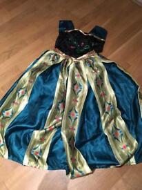 Anna dress up